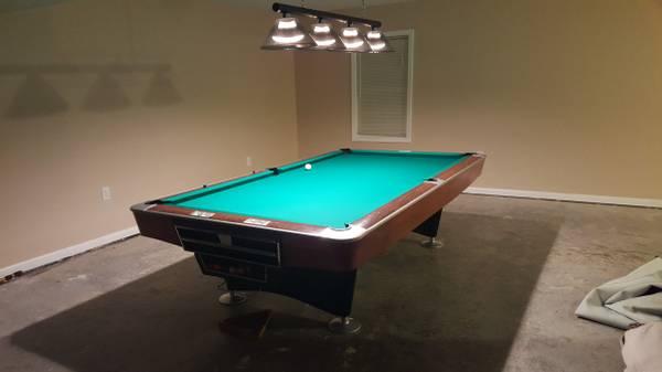 Solo 174 Lynchburg Brunswick Gold Crown 9ft Pool Table 126